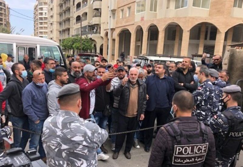 Protesters hold sit-in in front of the Palace of Justice in the northern city of Tripoli.