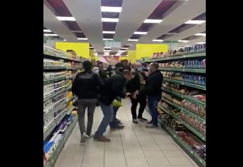 A picture of people fighting over subsidized foodstuffs in Cascada Mall stores in Taanayel – Bekaa, on March 22, 2021.