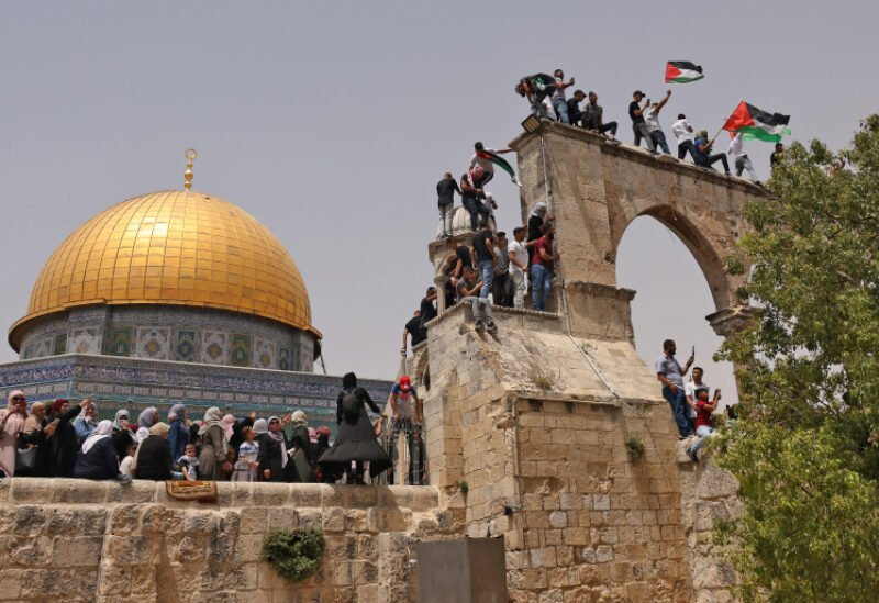 Palestinian Muslim worshipers gather in Jerusalem's al-Aqsa mosque compound, the third holiest site of Islam, on May 21, 2021. / AFP