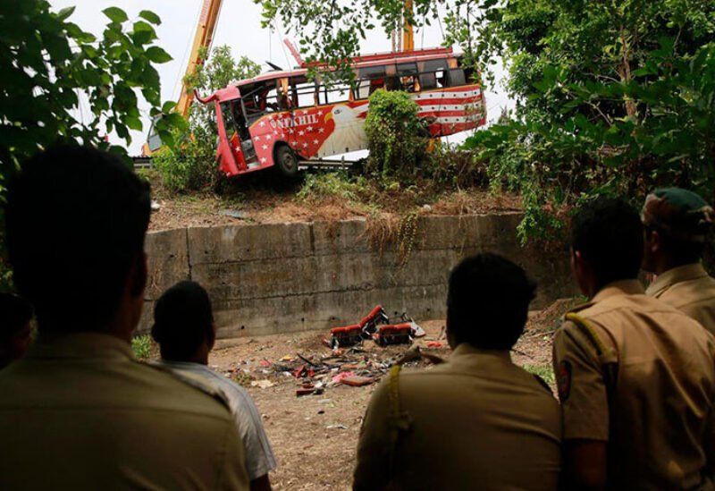 Bus collided in India killing at least 17