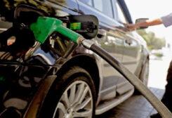Lebanese citizens struggling to full their car gasoline tanks