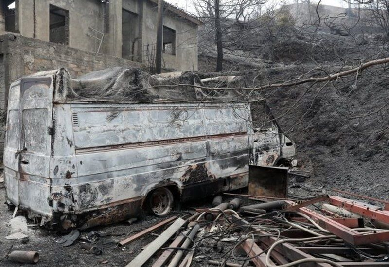 This house and a vehicle in the Larnaca region were gutted by the blaze