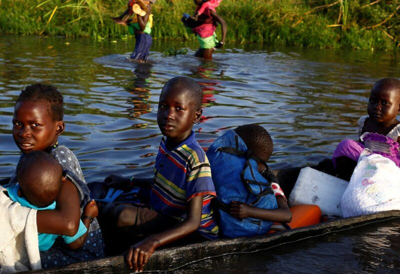 Children cross a body of water on a canoe o reach a registration area prior to a food distribution carried out by the United Nations World Food Programme (WFP) in Thonyor, Leer state, South Sudan, February 25, 2017. (File photo: Reuters)