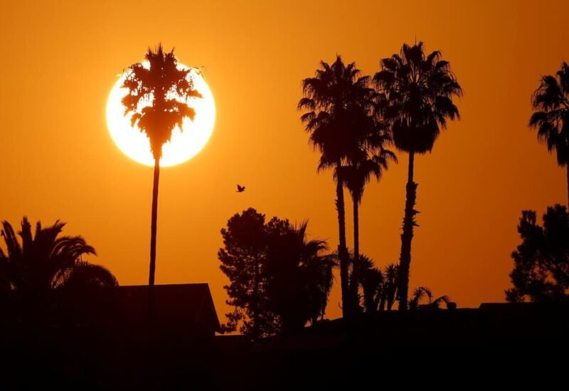 The morning sun rises over a neighborhood as a heatwave continues during the outbreak of the coronavirus disease (COVID-19) in Encinitas, California, U.S., August 19, 2020. (File photo: Reuters)