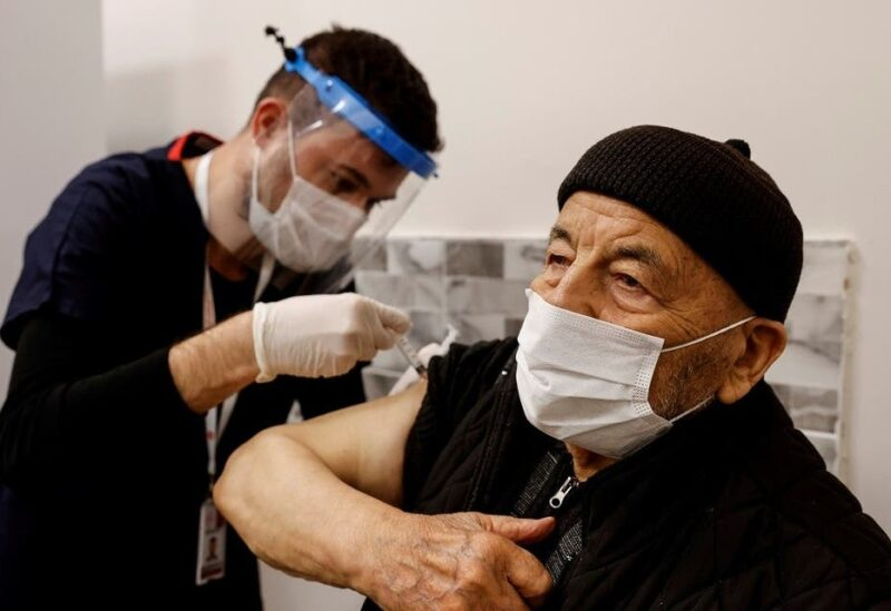 Hasan Oz receives a shot of the Sinovac's CoronaVac COVID-19 vaccine as nationwide vaccination began for seniors of 80 years old or older at Sancaktepe Education and Research Hospital, in Istanbul, Turkey, January 27, 2021. (File photo: Reuters)