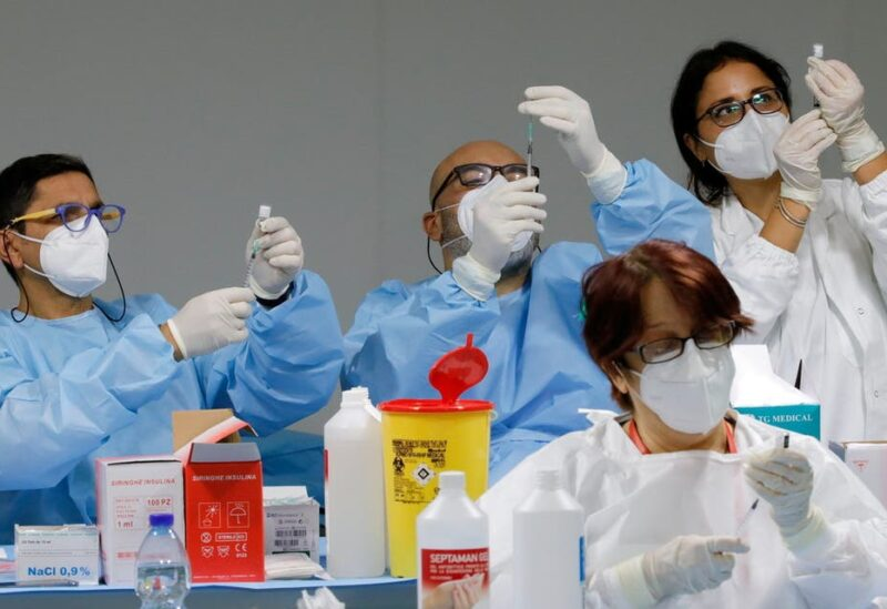 Health workers prepare doses of the Pfizer-BioNTech COVID-19 vaccine at a coronavirus disease (COVID-19) vaccination centre in Naples, Italy, January 8, 2021. (File Photo: Reuters)