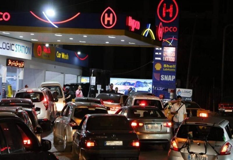 Cars queues in front of a gas station