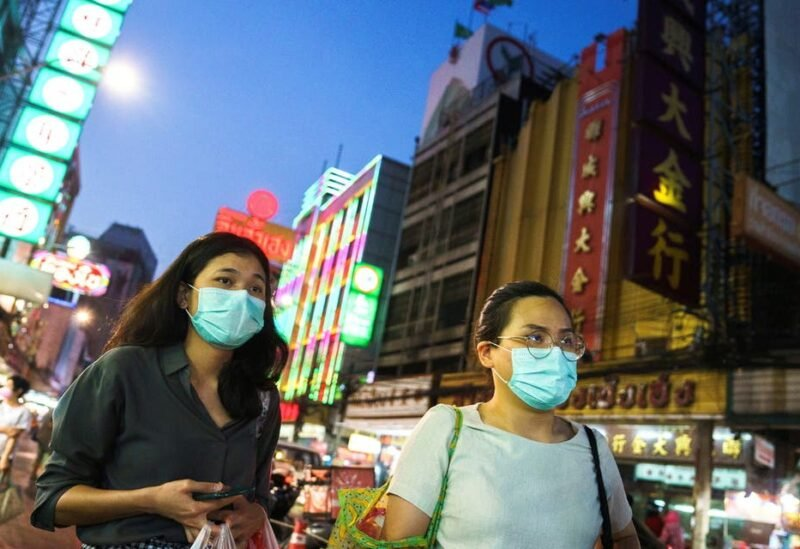 People wearing face masks shop for street food in Chinatown amid the spread of the coronavirus disease (COVID-19) in Bangkok, Thailand, January 6, 2021. (File photo: Reuters)