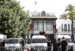 Police officers stand guard outside the parliament building in Tunis, Tunisia, July 27, 2021. (File photo: Reuters)