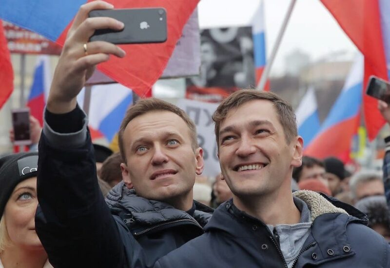 Russian opposition leader Alexei Navalny (L) and his brother Oleg take selfie pictures during a rally in memory of politician Boris Nemtsov, who was assassinated in 2015, in Moscow, Russia, on February 24, 2019. (File photo: Reuters)