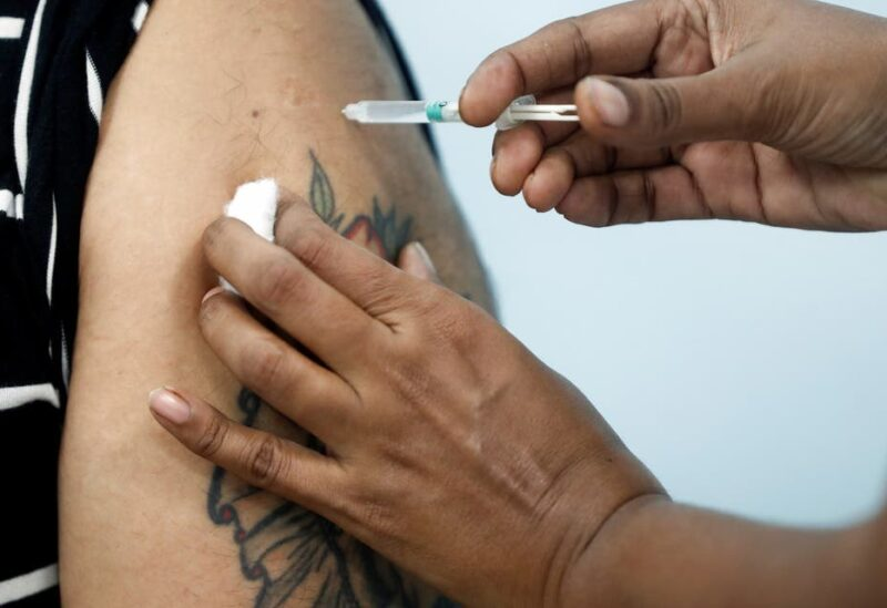 A healthcare worker receives an AstraZeneca's COVISHIELD vaccine, during the coronavirus disease (COVID-19) vaccination campaign, at a medical centre in Mumbai, India, January 16, 2021. (File photo: Reuters)