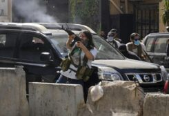 Supporters of Hezbollah militia during Tayouneh clashes